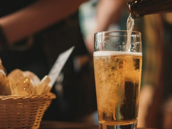 ONE-IN-FOUR PUB VISITS NOW ALCOHOL-FREE